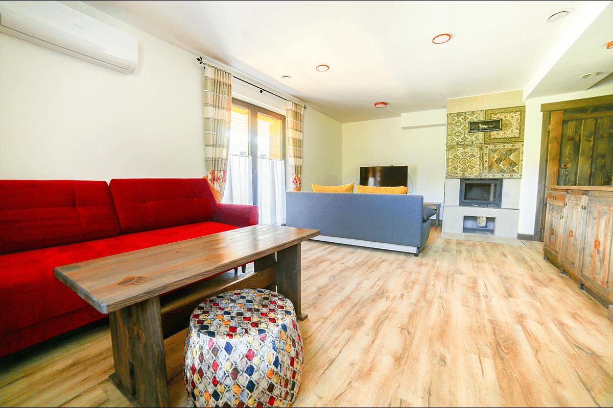 Drewniany pokój w górach